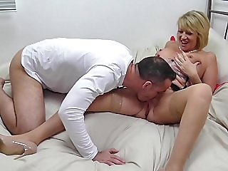 Mature British mother seduce..