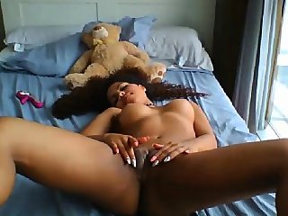 Amateur flashes her big..