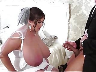 plump big tits milf sucks..