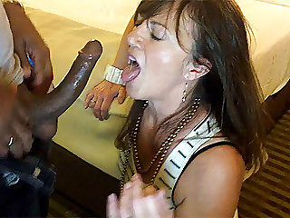 My wife sucks black cocks