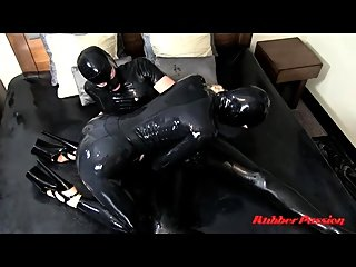 Hot latex MILF in sexy black..