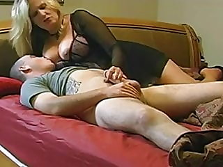 Mature wife loves anal -..