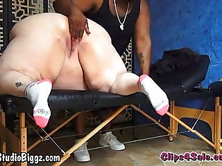 SSBBW Gets Squirting..