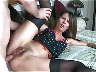 Skinny milf likes to get her..